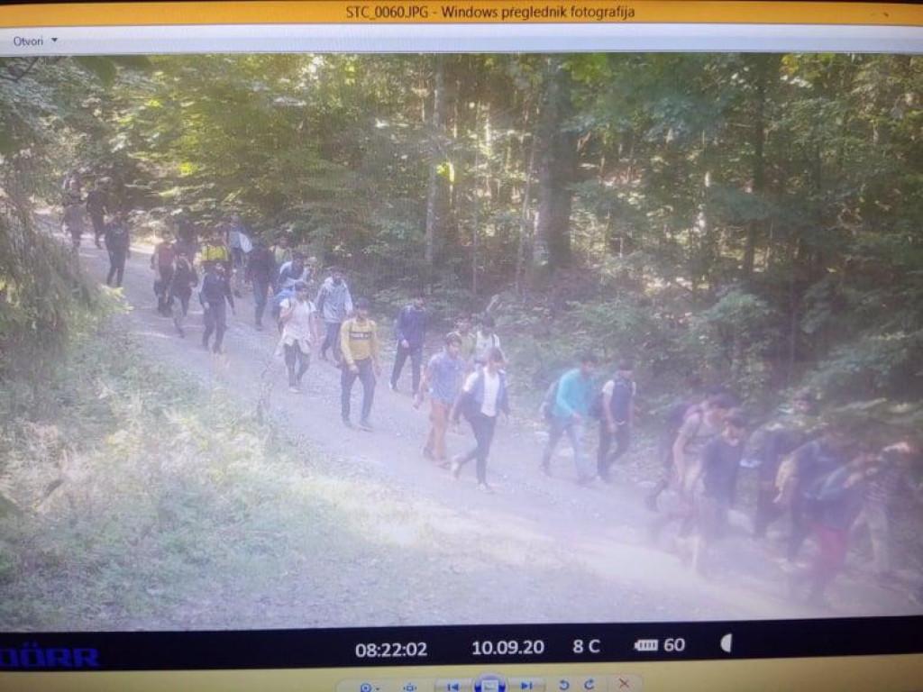 Migranti na snimci nadzorne kamere Mrkopalj