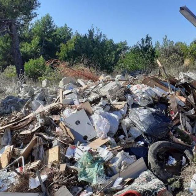Rogoznica smeće