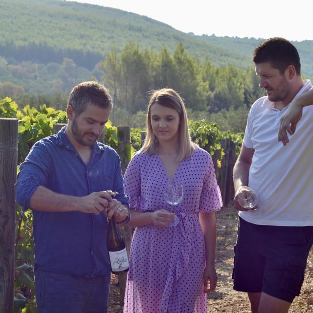 Trio koji pobjeđuje: direktor vinarije Igor Radovanović,voditeljica kušaoniceMarina Salečić i enolog Nikola Mirošević