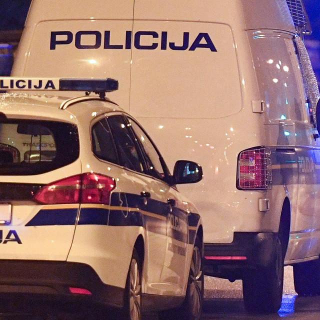 Zagreb, 271020.<br /> U naselju Vrapce na trznici oko 22 sata nozevima se izbola dvojica muskaraca. Jedan je smrtno stradao, drugi je prevezen u bolnicu. Policijski ocevid je u tijeku.<br />