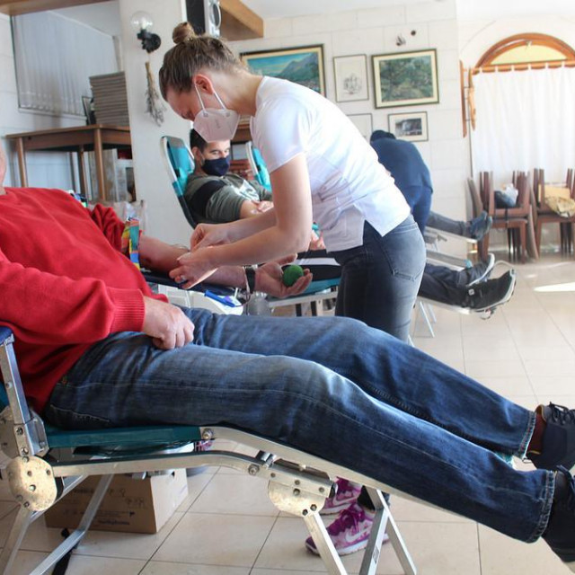 Ivo Borić daruje krv