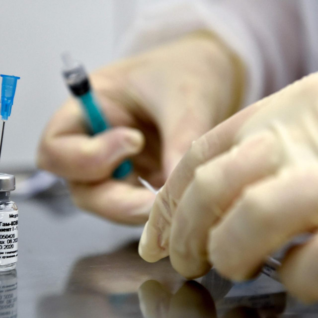 (FILES) In this file photo taken on September 10, 2020 a nurse prepares to inoculate volunteer Ilya Dubrovin, 36, with Russia's new coronavirus vaccine in a post-registration trials at a clinic in Moscow. Russia's Sputnik V coronavirus vaccine is 95 percent effective according to a second interim analysis of clinical trial data, its developers said on November 24, 2020. - The vaccine was developed by the Gamaleya research institute in Moscow in coordination with the Russian defence ministry. (Photo by Natalia KOLESNIKOVA/AFP)