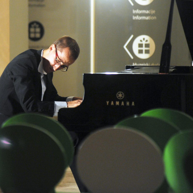 Lovre Marušić na pijanističkom koncertu u splitskoj Galeriji umjetnina<br />