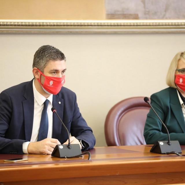 Gradonačelnik Mato Franković i zamjenica Jelka Tepšić najavljuju ovogodišnji Zimski festival