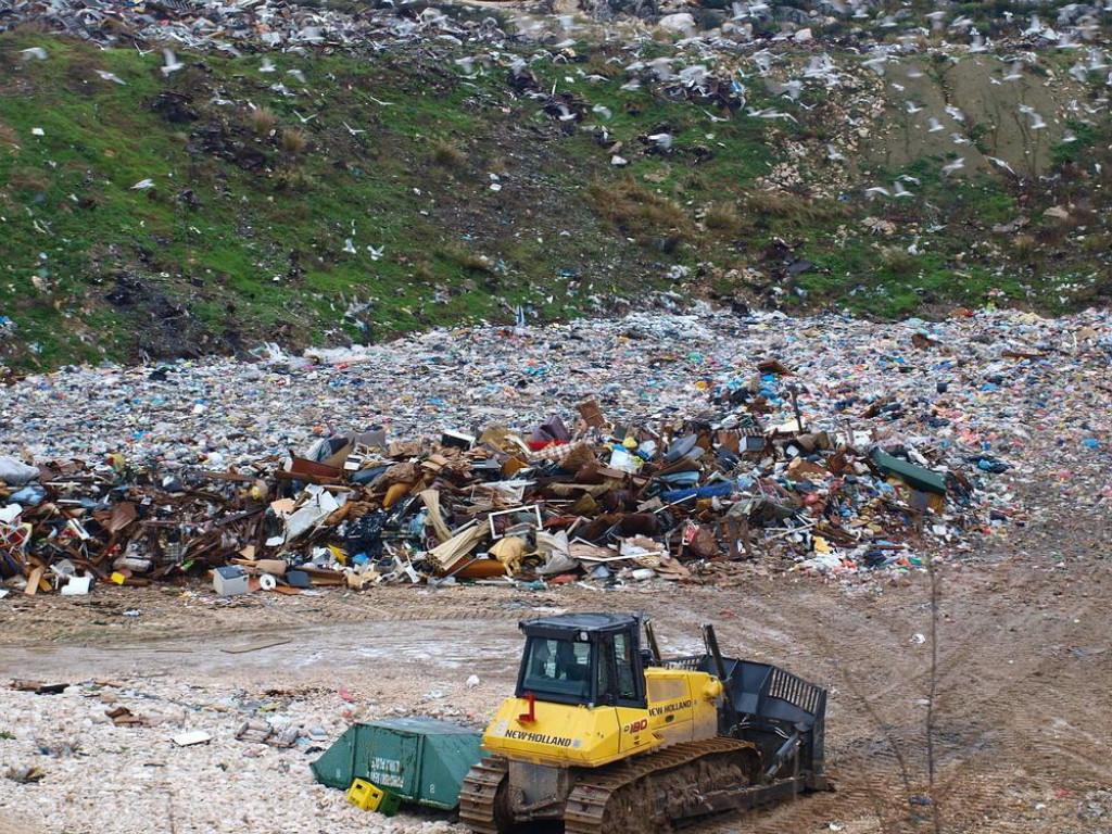 Deponij otpada Lovornik udaljen je tek 150 metara od Baćinskih jezera koja su pod zaštitom 'Nature 2000'