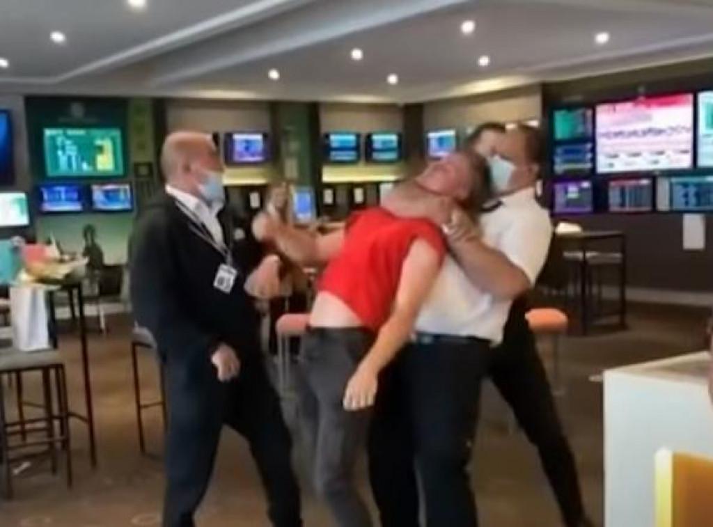 brutalnost nad tinejdžerom u Melbourneu zbog nenošenja maske