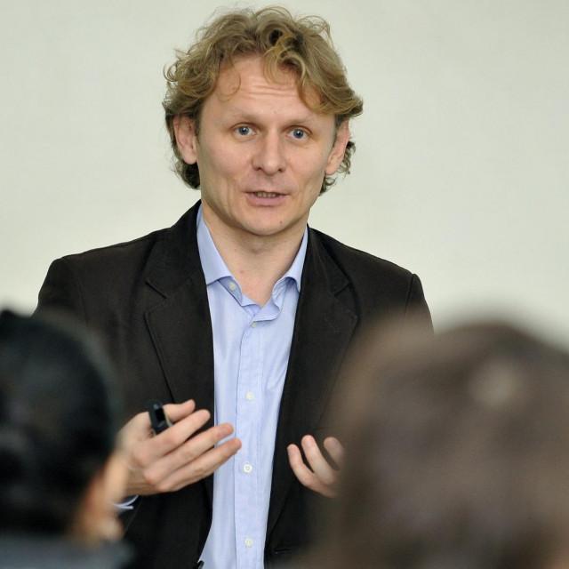 Dr. Ivan Đikić optužuje zbog sukoba interesa