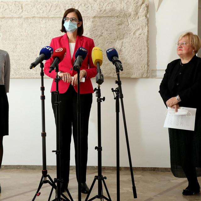 Dalija Orešković i Marijana Puljak su se udružile, dok je Puljak otprije surađivala s Ankom Mrak-Taritaš u formiranju tzv. Amsterdamske koalicije