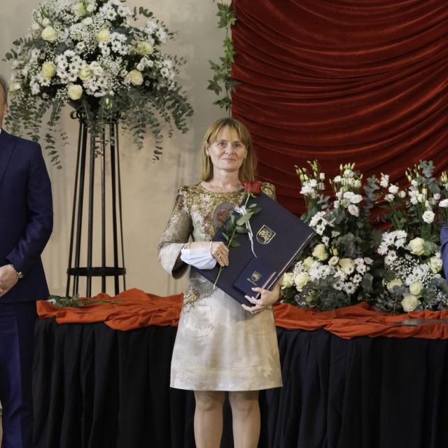 Bašić Kinda s gradonačelnikom Dukićem i predsjednikom Gradskog vijeća Vrančićem (fotografija Željko Karavida, Grad Zadar)
