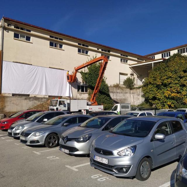 Drive in kino na parkingu Radeljević