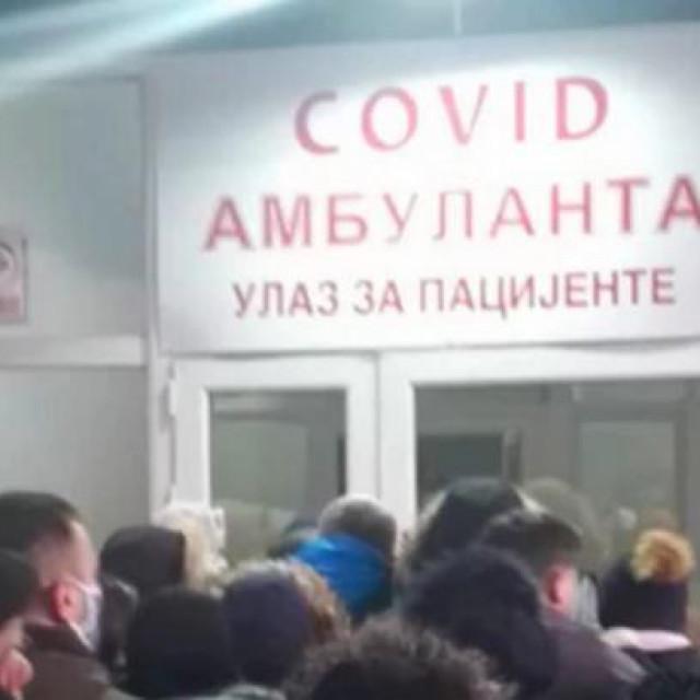 Stotine ljudi se nagurava ispred srpskih Covid-ordinacija, čekaju satima...