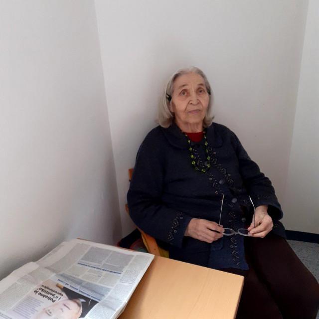 Čitam novine, pišem pjesme, sa svakim se lijepo slažem, i jako je bitno što imamo dobru Upravu, kaže Lenka Gareljić