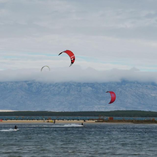 Kitesurferi u Ninu
