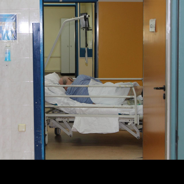 Ako je potrebno, pacijenti na COVID-odjelu se kreću isključivo posebno utvrđenim koridorom