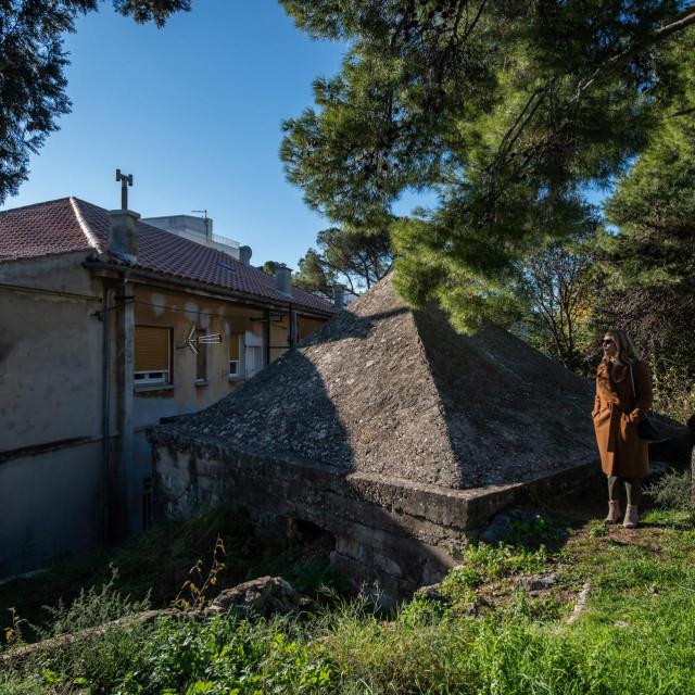 Piramida na bedemima (fortini) u Ulici Josipa Bana Jelačića