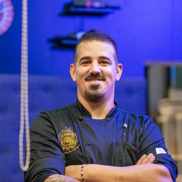 Josip Mikulić inače je poznati barmen koji gostuje duž cijele Dalmacije