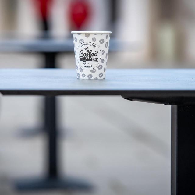 """""""Gotovo svaka vrsta ugostiteljskog objekta može poslužili kavu za van ili 'coffee to go', osim kafića. Pa, to nema veze s mozgom!"""""""