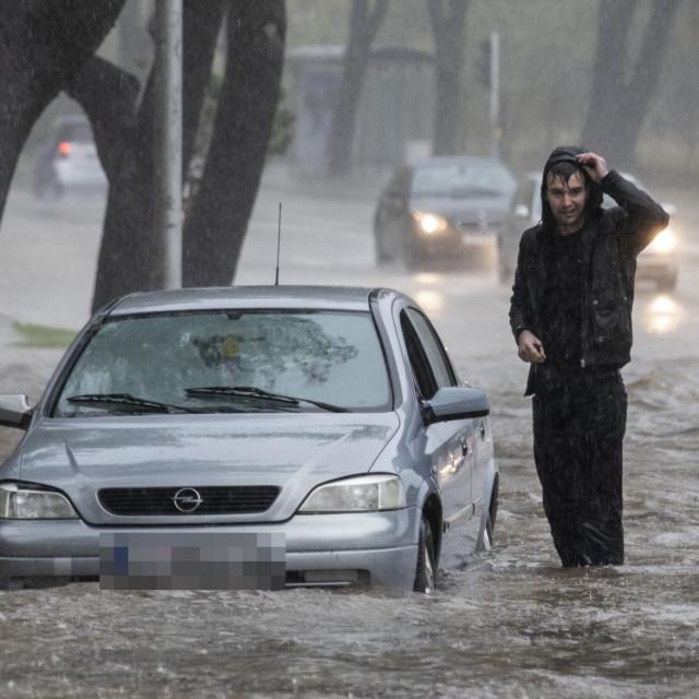 Poplava u Ulici sedam Kaštela pored stadiona Poljud