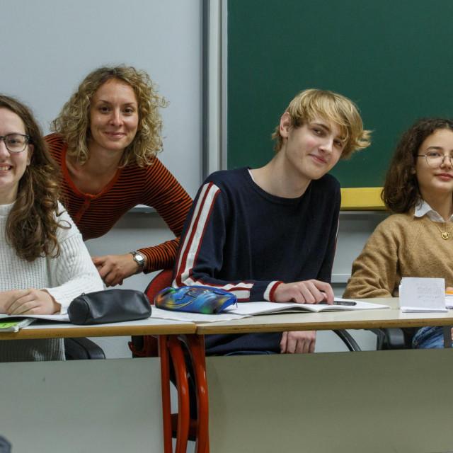 Učenici Ivana Džaja, Frane Doljanić i Klara Klanac s mentoricom prof. Kristinom Hrgom