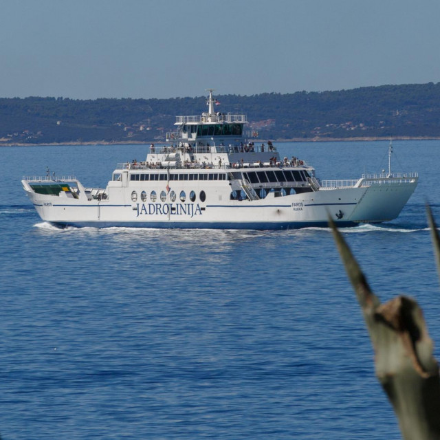 Split, 200820.<br /> Jadrolinijin trajekt Faros plovi na ruti Split Stari Grad na otoku Hvaru.<br />