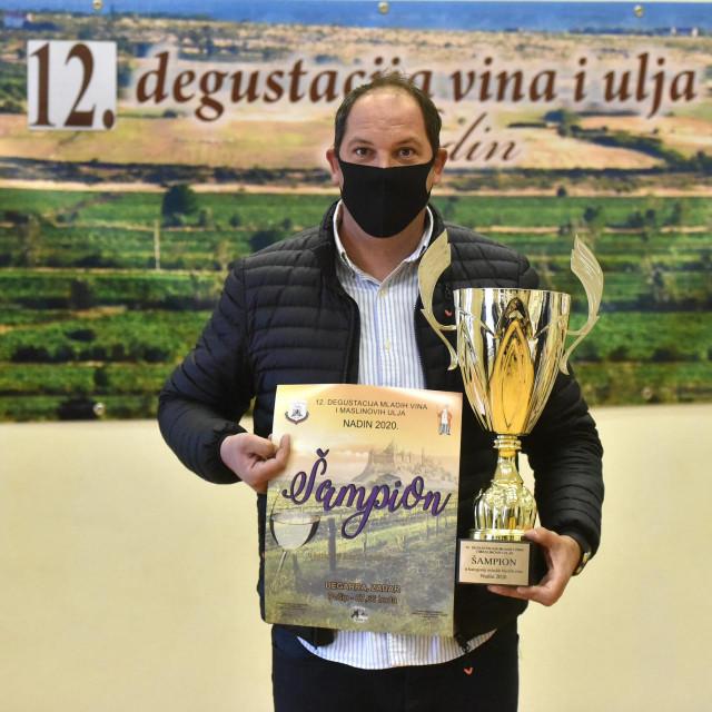"""Ovogodišnja manifestacija """"Degustacija mladih vina i ulja"""" u Nadinu je zbog epidemioloske situacije svedena samo na dodjelu šampionskih nagrada"""