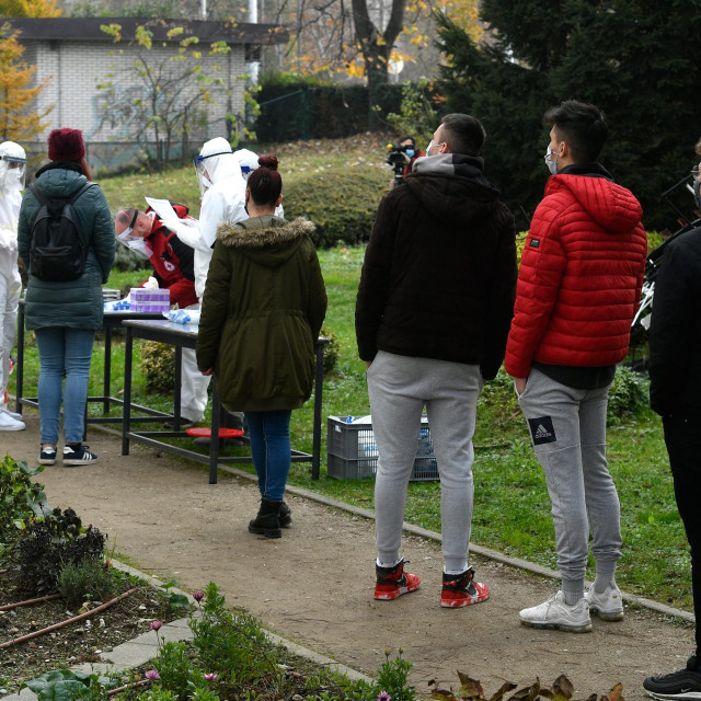 Antigensko testiranje na koronavirus u zagrebačkojPrirodoslovnoj školi Vladimir Prelog