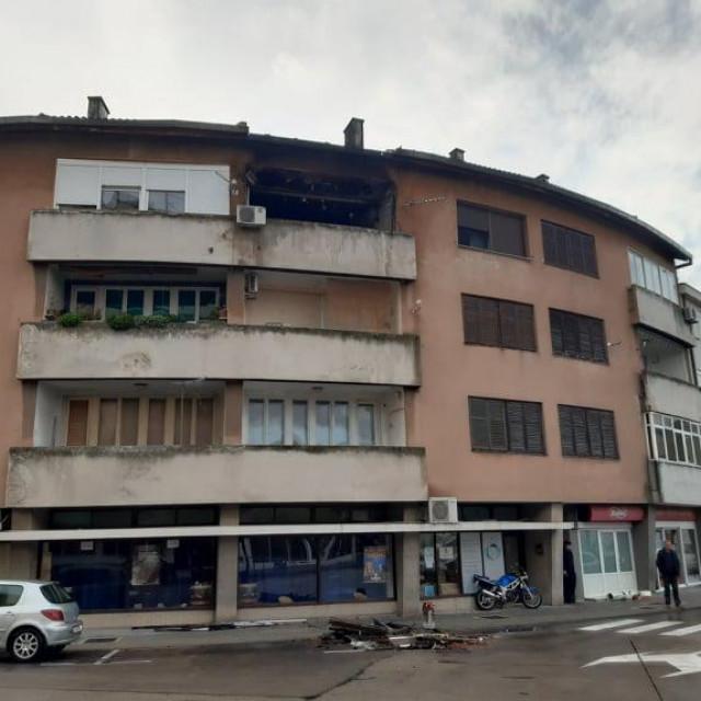 Opožarena zgrada u centru Metkovića