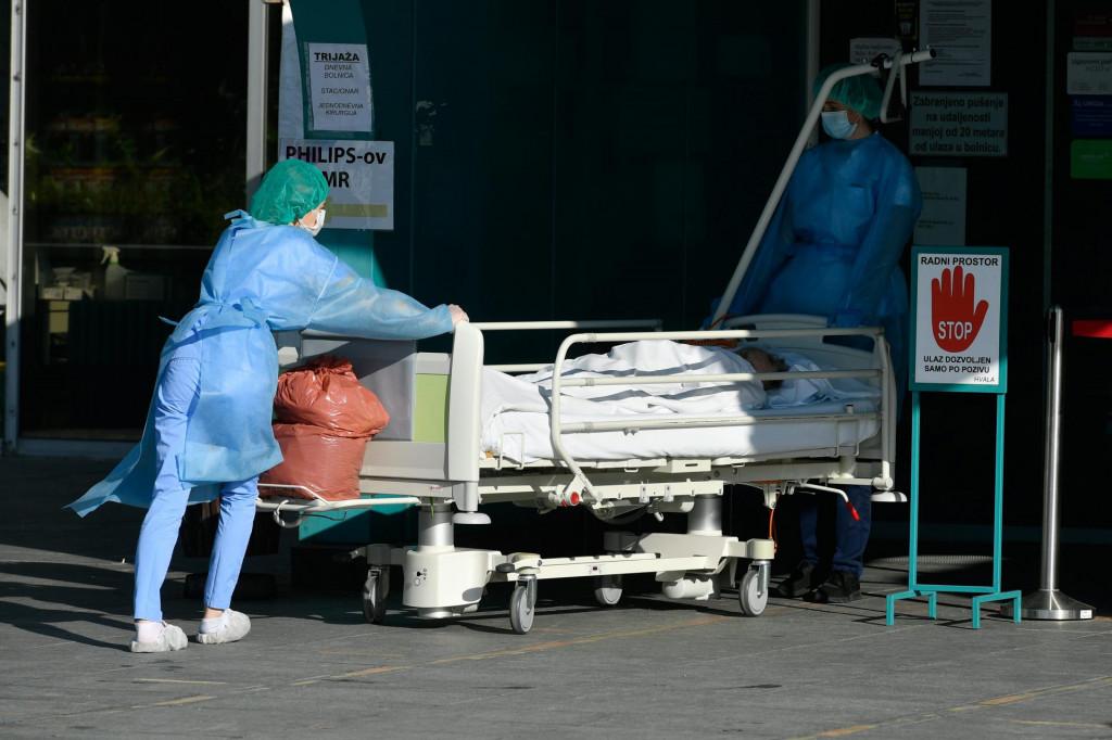 Zagreb, 301020.<br /> Av. Gojka Suska.<br /> Nova bolnica.<br /> Prosvjed medicinskih sestara ispred bolnice.<br />