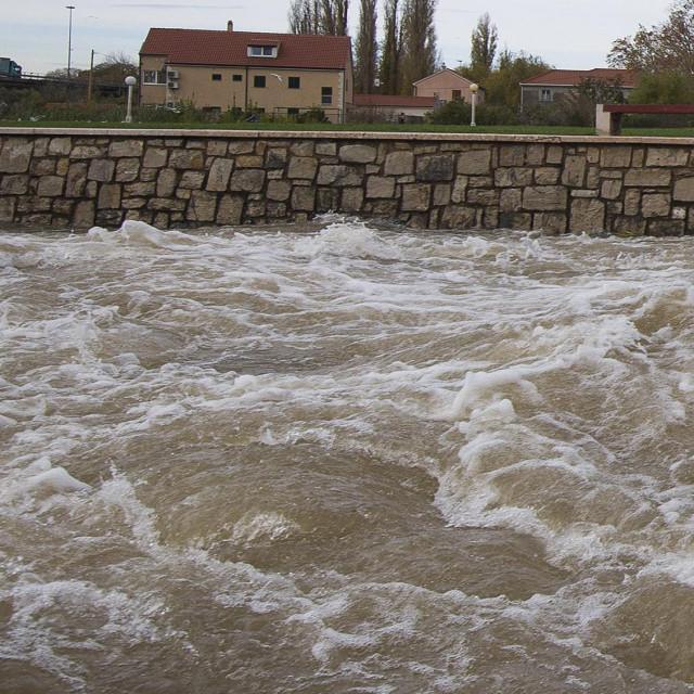Ovako je rijeka Jadro izgledala prije nekoliko dana iza velikog pljuska, u međuvremenu se voda razbistrila