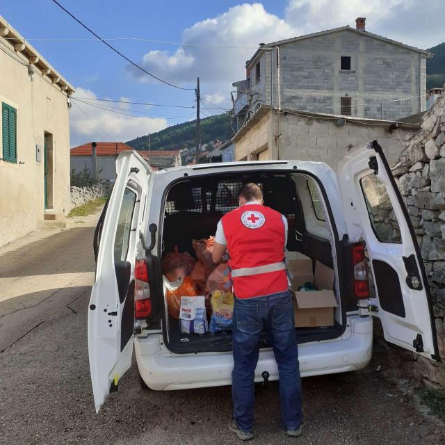Dobrodošla pomoć paketa Crvenog križa i LAG 5