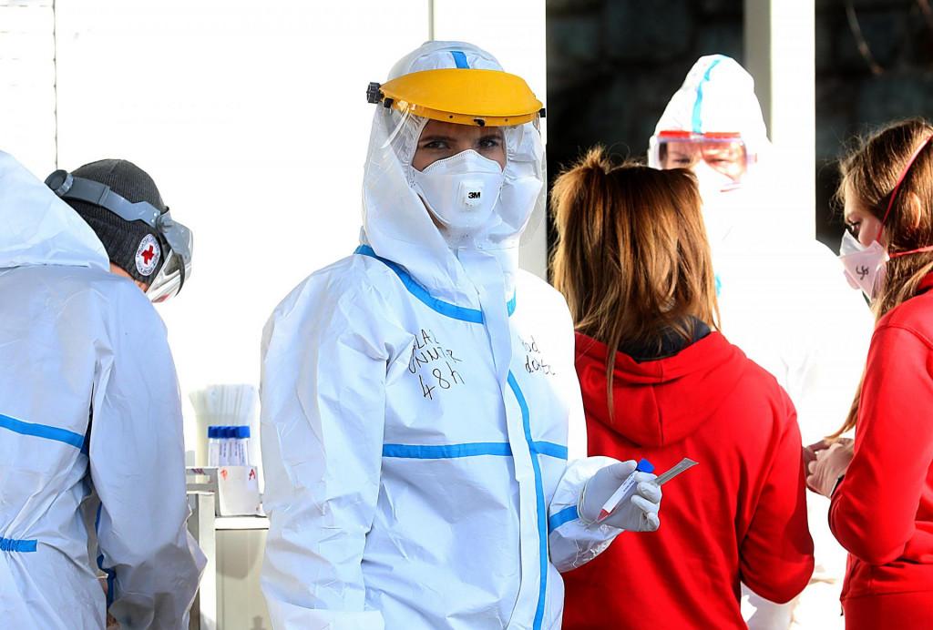 Građani se testiraju na koronavirus u na Nastavnom zavodu za javno zdravstvo Andrija Štamapar