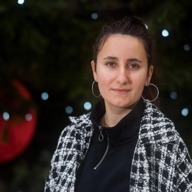 SPECIJAL: SD<br /> Zadar, 091220<br /> Matija Loncar(24) je oraganizatorica prikupljanja pomoci za korisnike Psihijatrijske bolnice na otoku Ugljanu.<br />