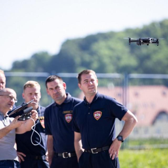 DVD-u Gracac doniran dron od strane Telemach Hrvatske