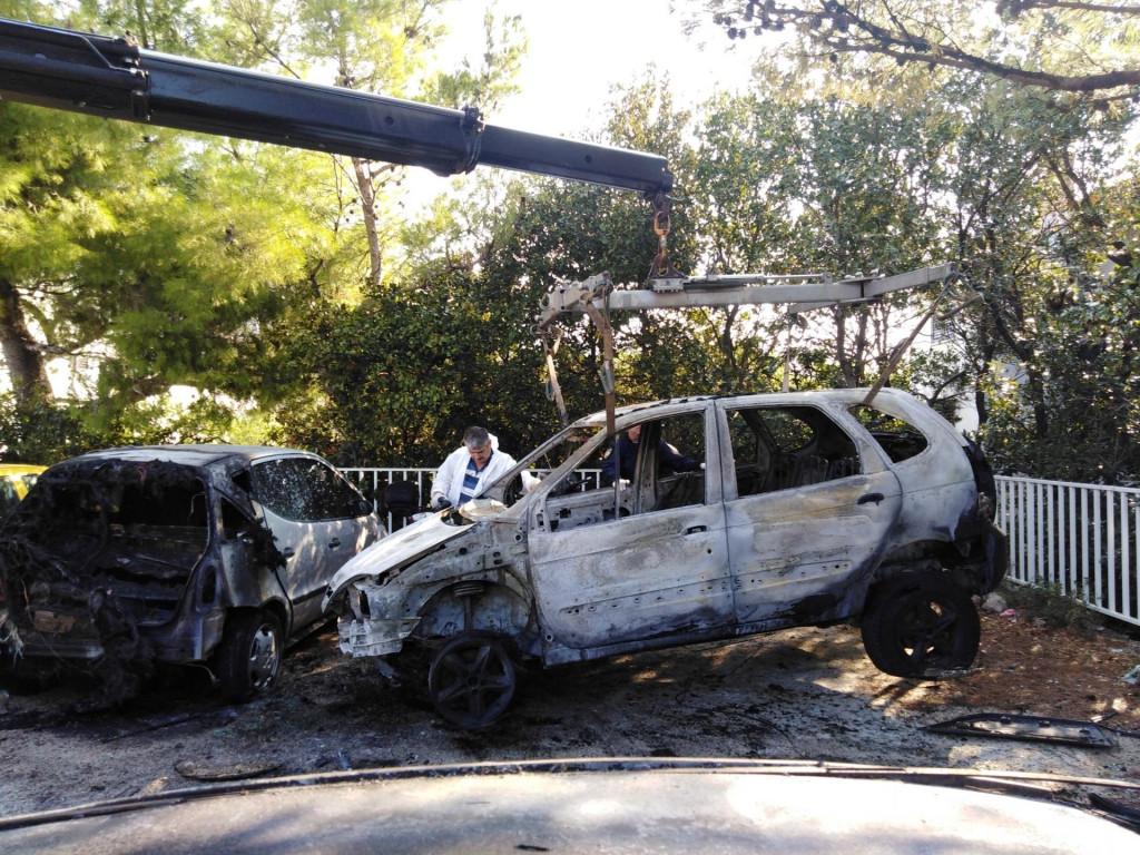 Automobili uništeni u podmetnutom požaru