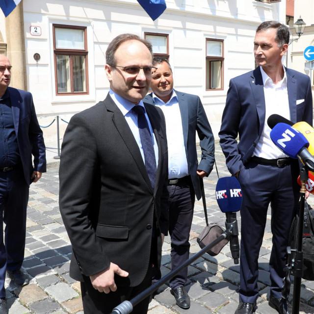 Zvonimir Frka Petešić s tri člana Znanstvenog savjeta - Goranom Laucom, Brankom Kolarićem i Draganom Primorcem<br />