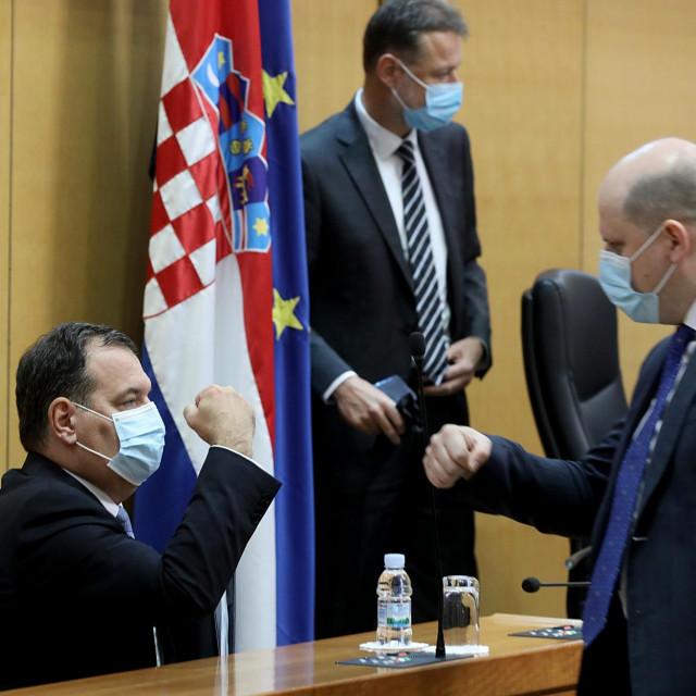Pozdrav ministra Vilija Beroša sa stranačkim kolegom Brankom Bačićem