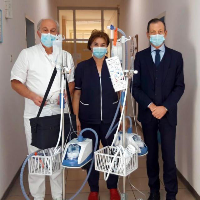 Dr. Ivo Ivić, glavna sestra Daniela Maleš i dr. Julije Meštrović primili su donaciju