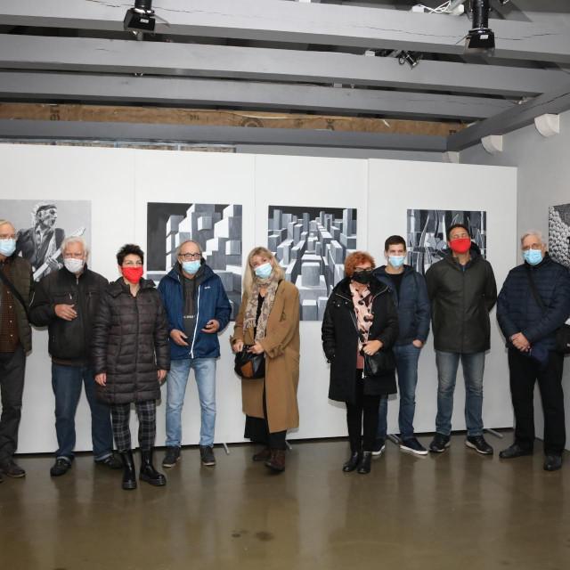 DULU, Crno bijelo, izložba