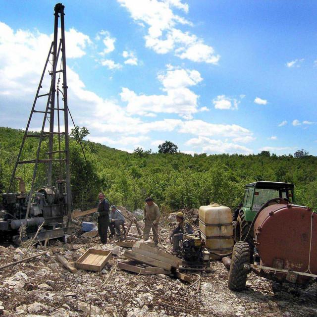 Ispitivanje terena u Lećevici