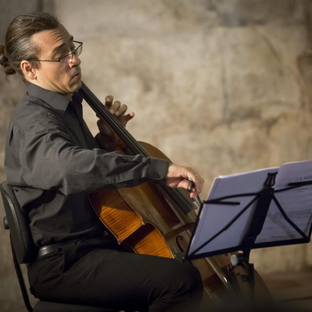 Split, 100718.<br /> Podrumi Dioklecijanove palace.<br /> U okviru ciklusa Ljetne cari klasicne glazbe nastupio je violoncelist Mihovail Karuza.<br />