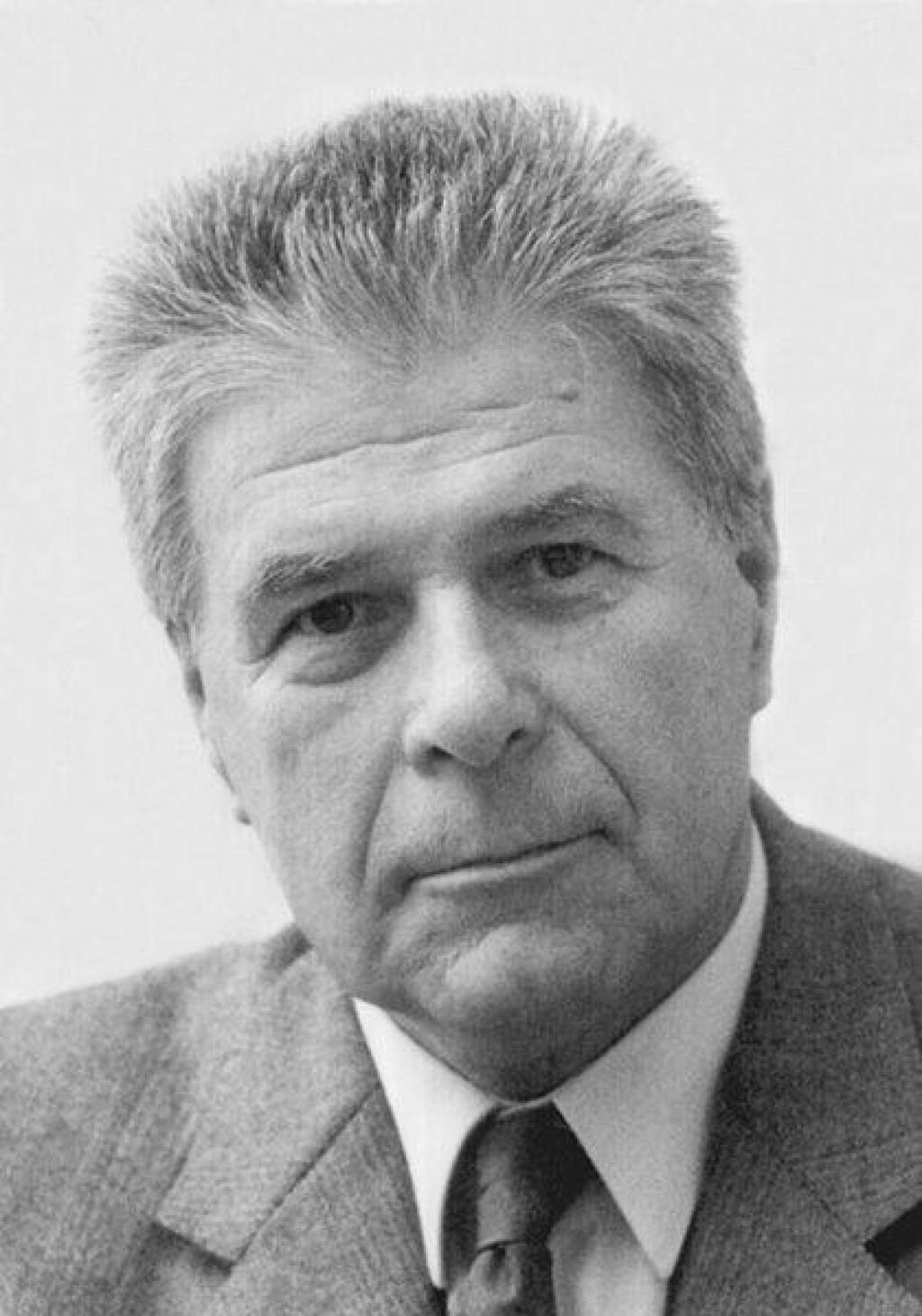 Jure Kaštelan, po kojem se zove godišnja nagrada za umjetnost Slobodne Dalmacije, bio je totalni Mediteranac, koji se nadahnjivao grčkom filozofijom te španjolskom, francuskom i talijanskom poezijom<br />