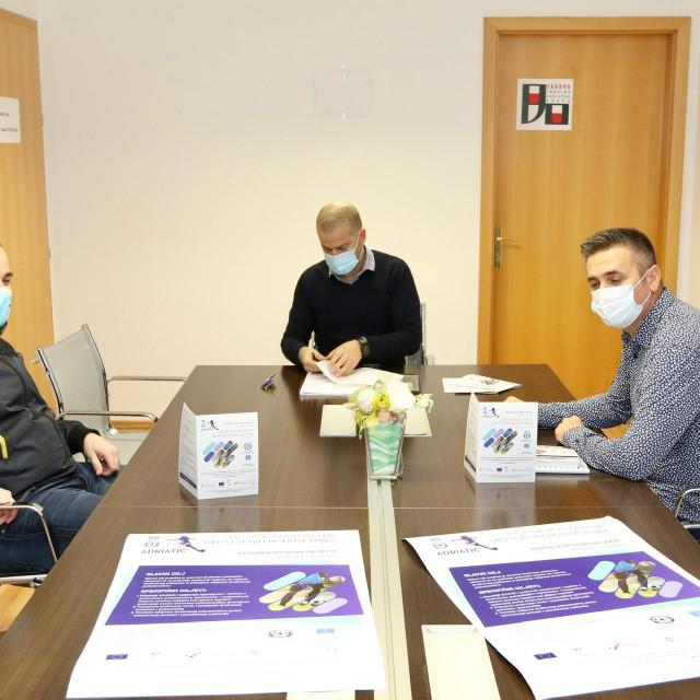 Koordinator općine Dugopolje Dean Caktaš, voditelj projekta Danijel Durdov i predsjednik Adriatica Franko Bogdan