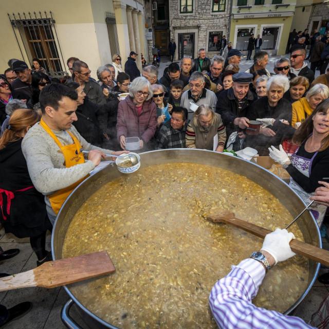 Lani je Šibenčanima podijeljeno više od 100 kilograma bakalara