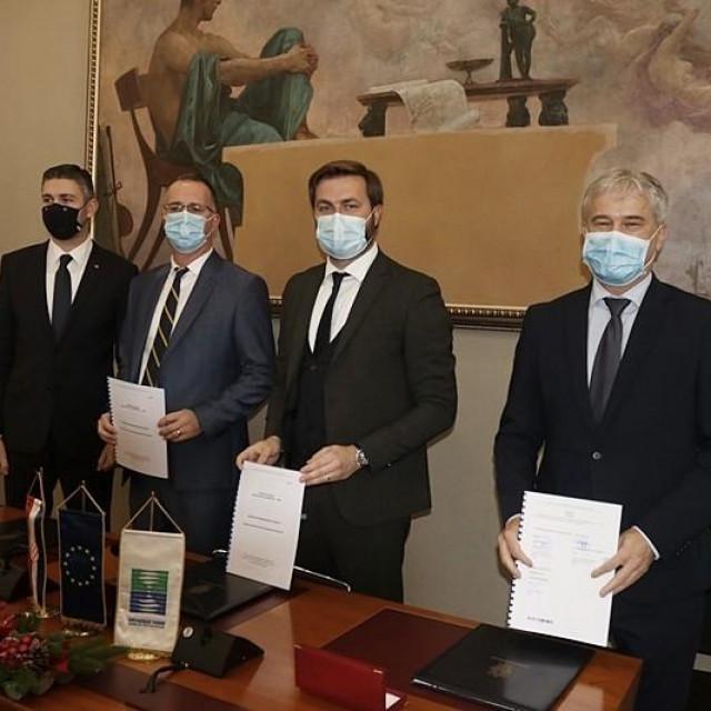 Potpisivanjem ugovora o dodjeli bespovratnih sredstava za EU projekt ''Razvoj vodno-komunalne infrastrukture Dubrovnik'' zaživjela je ''Aglomeracija'' Dubrovnik