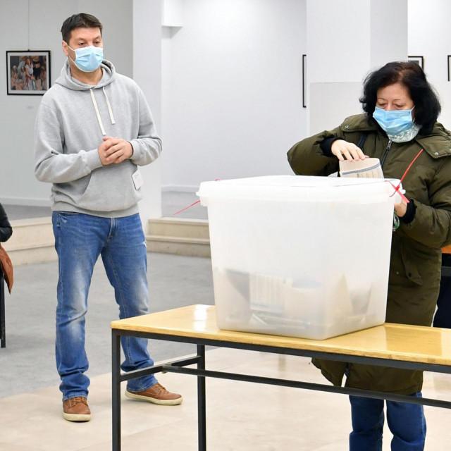 Na osnovi obrađenih 65 posto biračkih mjesta, najjača hrvatska stranka osvojila je 37,48 posto glasova