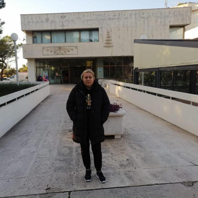Željka Bulić-Petrović ispred dubrovačke bolnice, gdje se liječila od COVID-a