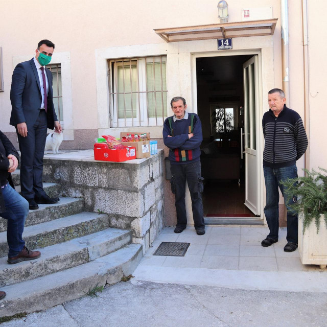 Grad darivao korisnike prihvatilišta za beskućnike