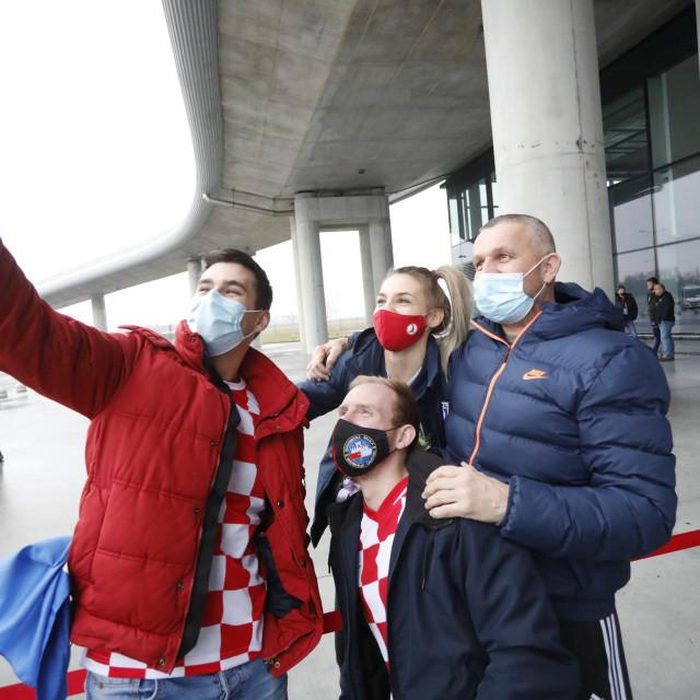 Tea Pijević iz Stabline, sjajna vratarka hrvatske reprezentacije s navijačima u Zagrebu foto: Marko Todorov/CROPIX