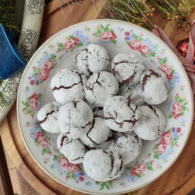 Raspucanci, božićni kolačići s čokoladom i rumom
