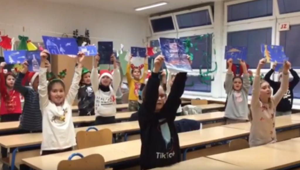"""Učenici 1. b razreda sa svojom učiteljicom <strong>Ivanom Vlaić </strong>organizirali su veliku humanitarnu akciju pomoći mališanima iz Doma za nezbrinutu djecu """"Maestral"""""""
